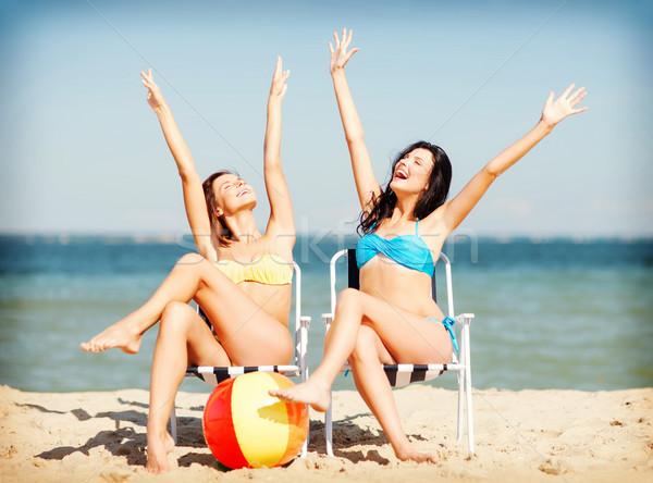 Kızlar güneşlenme yaz tatil tatil Stok fotoğraf © dolgachov