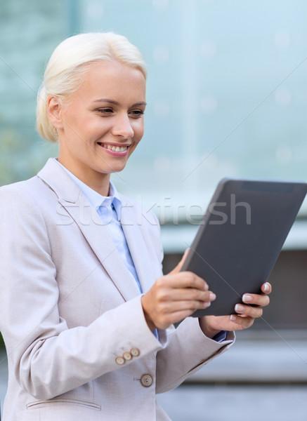 Glimlachend zakenvrouw buitenshuis business onderwijs Stockfoto © dolgachov