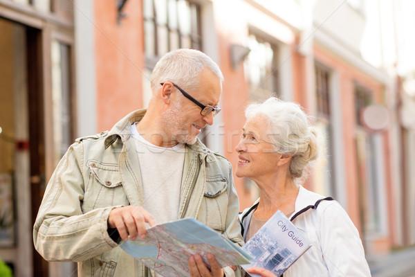 Pareja de ancianos calle de la ciudad familia edad turismo viaje Foto stock © dolgachov