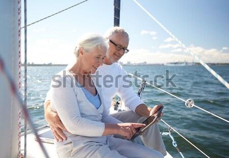 Boldogtalan pár ül tengerpart barátság nyár Stock fotó © dolgachov