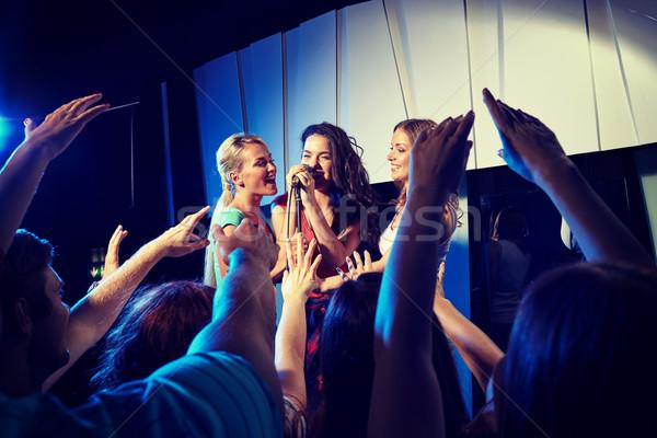 Mutlu şarkı söyleme karaoke gece klübü parti Stok fotoğraf © dolgachov