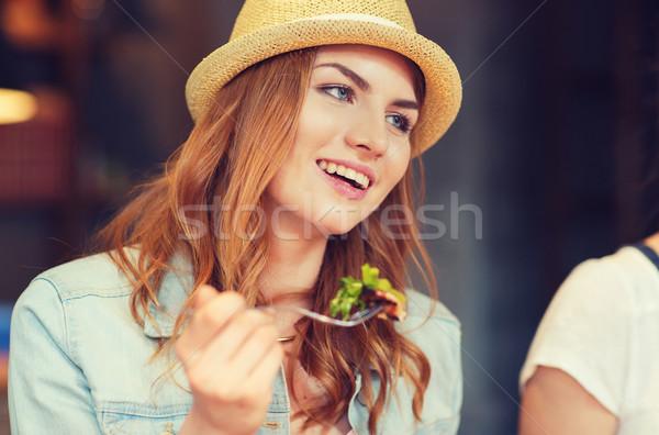 Boldog fiatal nő eszik saláta bár kocsma Stock fotó © dolgachov