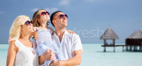 Família feliz praia tropical bangalô verão férias viajar Foto stock © dolgachov