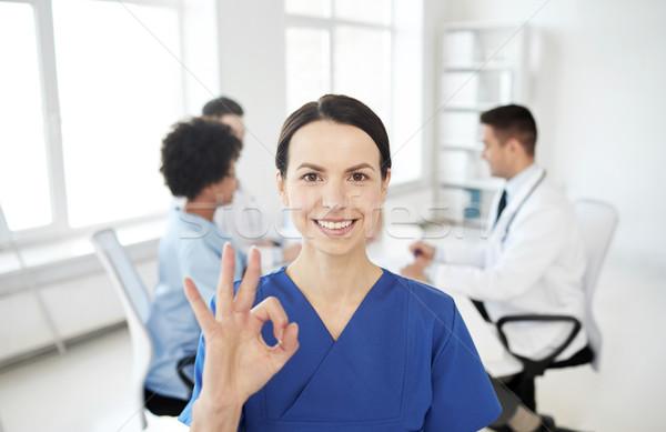 Boldog orvos csoport kórház egészségügy kézmozdulat Stock fotó © dolgachov