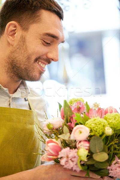Souriant fleuriste homme Photo stock © dolgachov