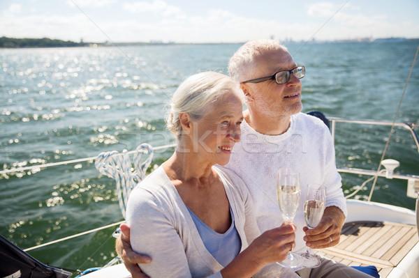 Idős pár iszik pezsgő vitorla csónak vitorlázik Stock fotó © dolgachov