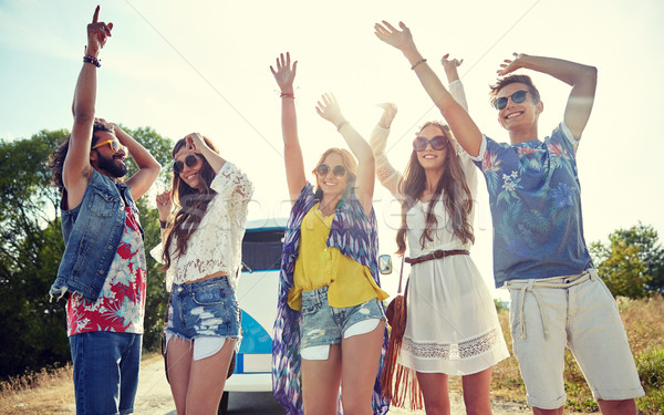 Felice giovani hippie amici dancing esterna Foto d'archivio © dolgachov