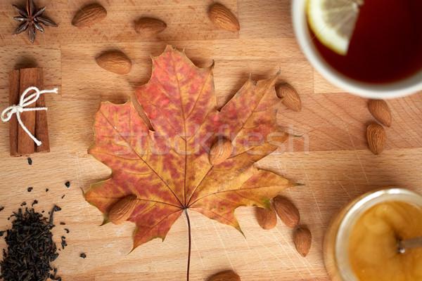 Foto d'archivio: Cup · limone · tè · miele · autunno