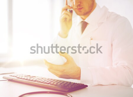 мужской доктор капсулы здравоохранения больницу медицинской Дать Сток-фото © dolgachov