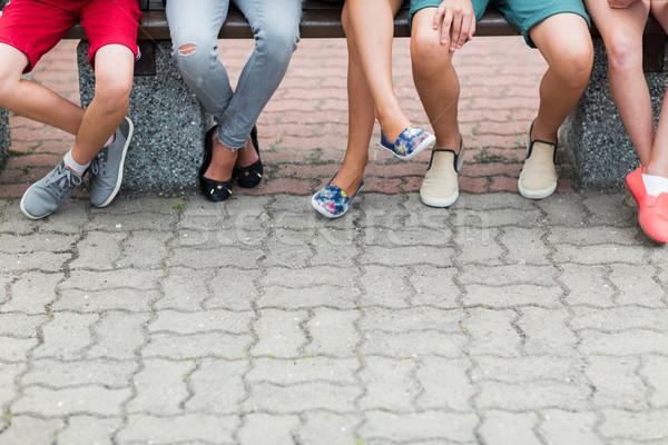 Crianças pernas sessão banco lazer Foto stock © dolgachov