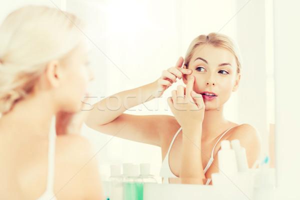 女性 にきび バス ミラー 美 衛生 ストックフォト © dolgachov
