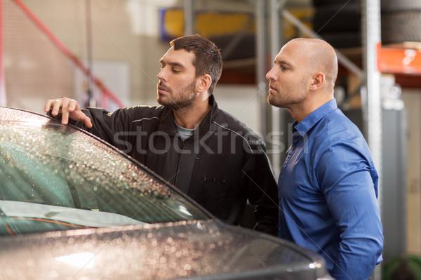 Foto stock: Mecánico · de · automóviles · cliente · coche · tienda · auto · servicio