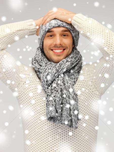 Homem bonito quente suéter seis cachecol quadro Foto stock © dolgachov