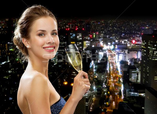 Сток-фото: улыбающаяся · женщина · стекла · вино · вечеринка