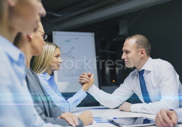 Zakenvrouw zakenman arm worstelen business rivaliteit mensen Stockfoto © dolgachov