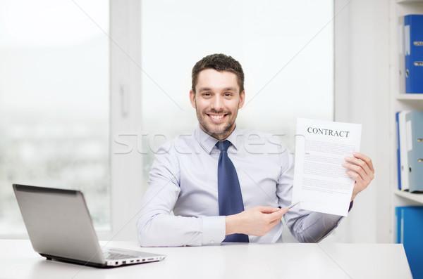 бизнесмен ноутбука договор служба бизнеса технологий Сток-фото © dolgachov