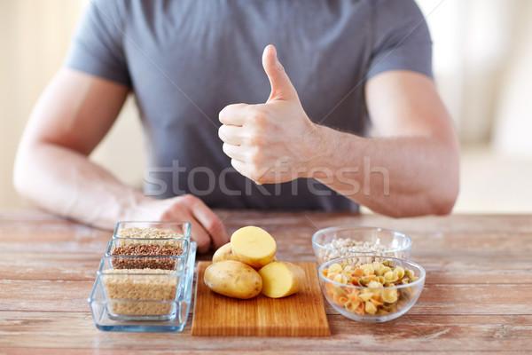 Mannelijke handen koolhydraat voedsel gezond eten Stockfoto © dolgachov
