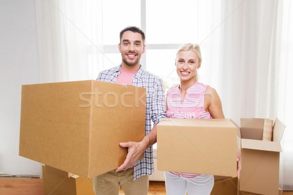 Photo stock: Couple · grand · carton · cases · déplacement · nouvelle · maison