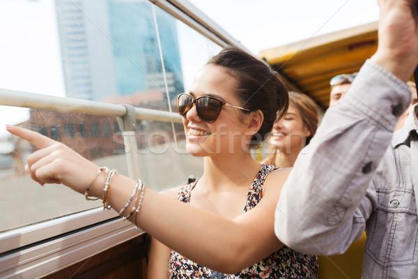 Tinilány barátok utazó turné busz utazás Stock fotó © dolgachov