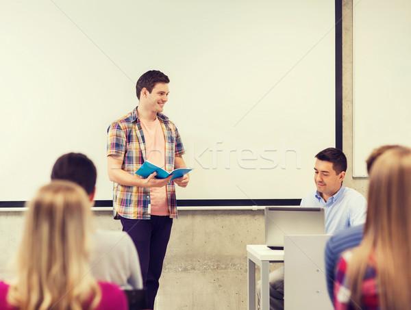 Gruppe lächelnd Studenten Lehrer Klassenzimmer Bildung Stock foto © dolgachov