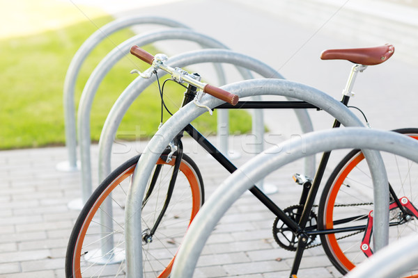 Sabit dişli bisiklet sokak park Stok fotoğraf © dolgachov