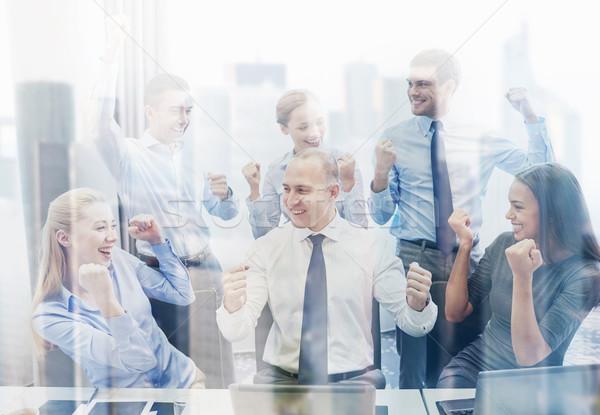 Gente de negocios victoria oficina tecnología gesto Foto stock © dolgachov