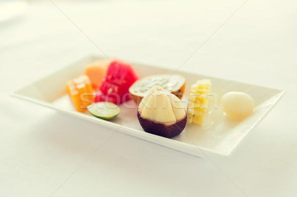 Tablicy świeże soczysty owoców deser restauracji Zdjęcia stock © dolgachov