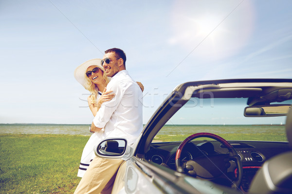 Mutlu çift kabriyole araba deniz Stok fotoğraf © dolgachov