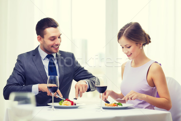 Gülen çift yeme restoran tatil Stok fotoğraf © dolgachov