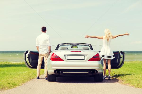Feliz hombre mujer cabriolé coche mar Foto stock © dolgachov