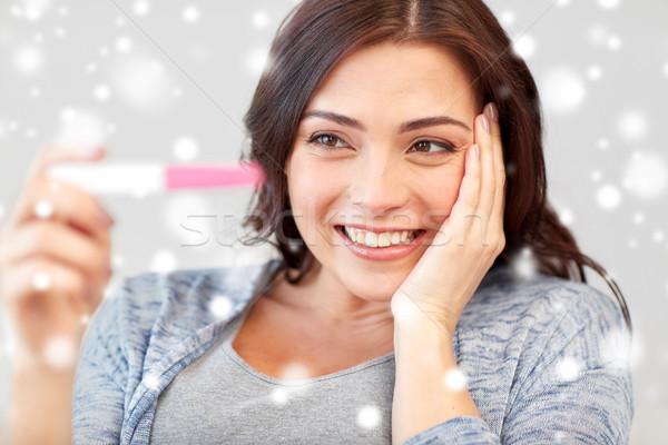 Gelukkig vrouw naar home zwangerschaptest vruchtbaarheid Stockfoto © dolgachov