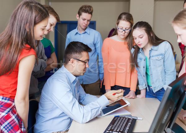 Foto stock: Grupo · estudiantes · maestro · escuela · aula · educación