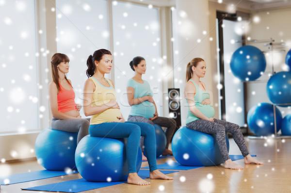 Feliz embarazadas mujeres ejercicio gimnasio Foto stock © dolgachov