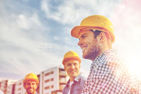 Photo stock: Groupe · souriant · constructeurs · extérieur · affaires · bâtiment
