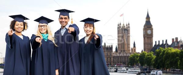 Estudiantes solteros senalando educación graduación personas Foto stock © dolgachov