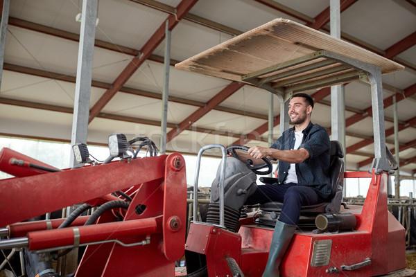 Hombre agricultor conducción tractor granja Foto stock © dolgachov