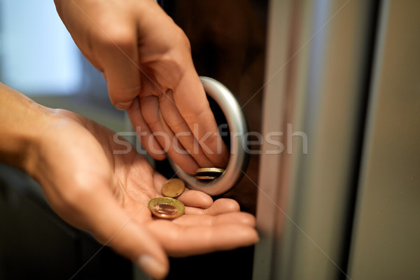 手 ユーロ コイン 自動販売機 販売 技術 ストックフォト © dolgachov