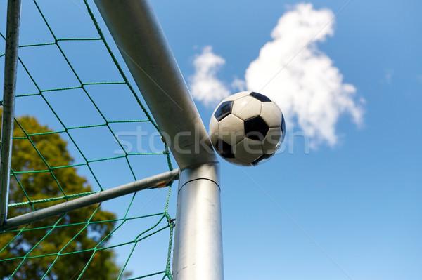 Balón de fútbol vuelo fútbol objetivo neto cielo Foto stock © dolgachov