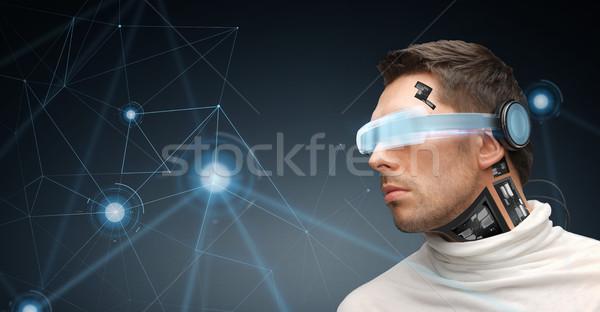 Uomo virtuale realtà occhiali microchip tecnologia Foto d'archivio © dolgachov
