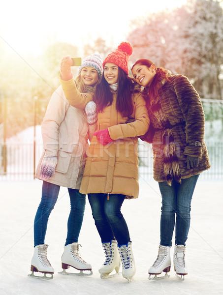 Mutlu pateni insanlar Stok fotoğraf © dolgachov