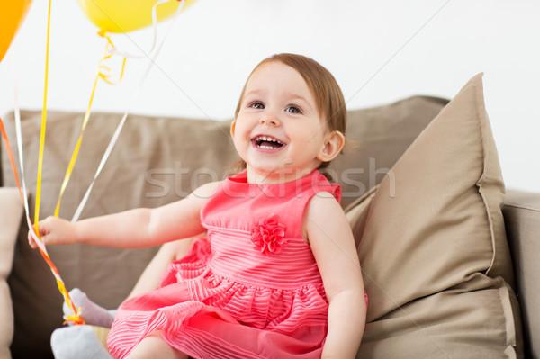 Feliz menina festa de aniversário casa infância pessoas Foto stock © dolgachov