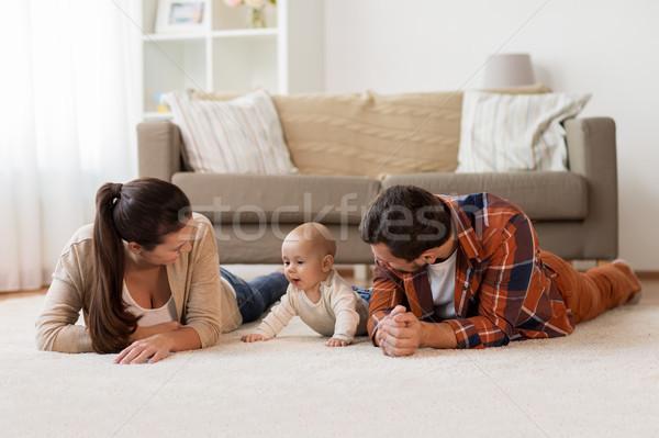 Szczęśliwą rodzinę gry baby domu rodziny rodzicielstwo Zdjęcia stock © dolgachov