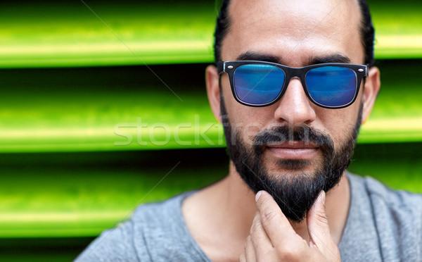 Homem óculos de sol tocante barba moda Foto stock © dolgachov