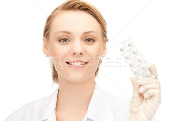 Привлекательная женщина врач таблетки фотография счастливым медицинской Сток-фото © dolgachov