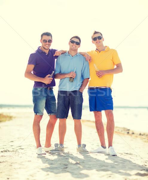 Arkadaşlar plaj şişeler içmek yaz tatil Stok fotoğraf © dolgachov