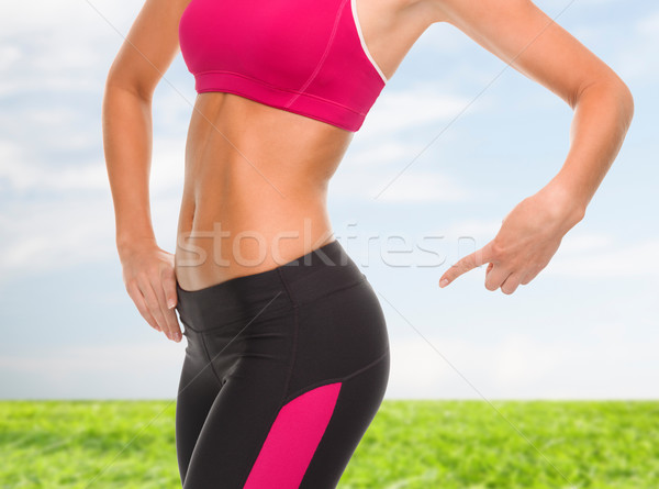 Vrouw wijzend zitvlak fitness Stockfoto © dolgachov