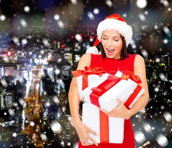 Gülümseyen kadın kırmızı elbise hediye kutusu Noel tatil kutlama Stok fotoğraf © dolgachov