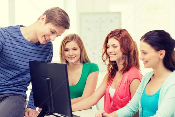 Grupo sonriendo estudiantes debate educación tecnología Foto stock © dolgachov