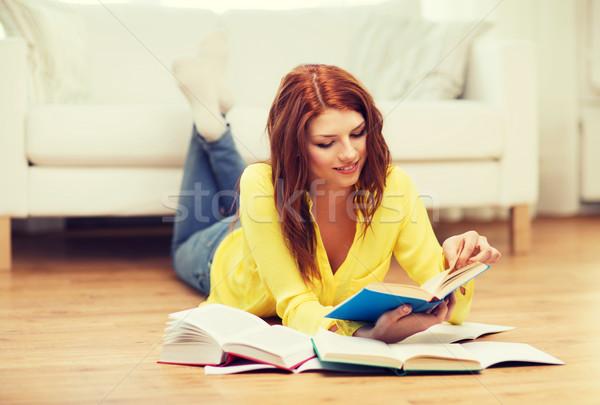 Foto d'archivio: Sorridere · studente · ragazza · lettura · libri · home
