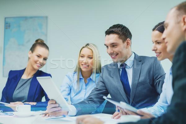 Equipo de negocios debate negocios tecnología trabajo en equipo Foto stock © dolgachov